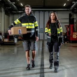Sikkerheds arbejdstøj High-visibility Sweatjakke med hætte - vi tilbyder at brande den med trykt eller broderet logo